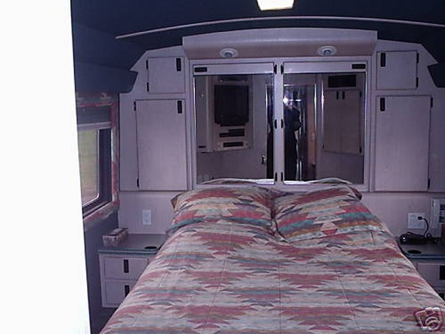 bus-rear-bedroom